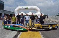 L'équipe Éco Marathon 2010  et les deux véhicules au Challenge EducEco 2010